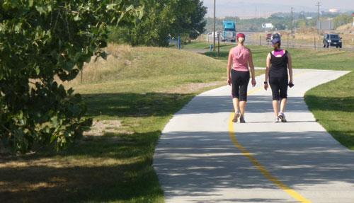 Platte-River-Pathway-walkers